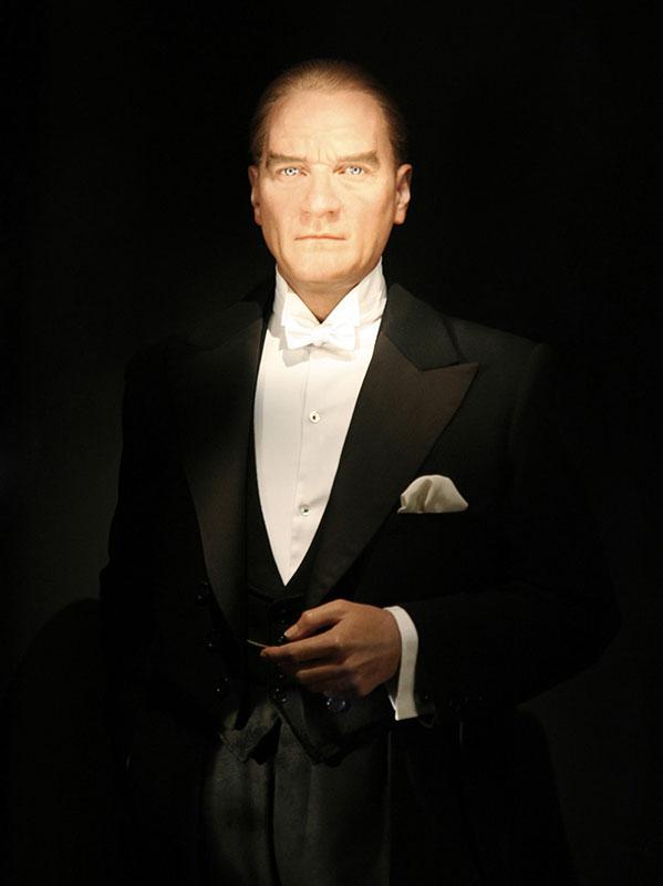Atatürk'ün Hayatı ve Devrimleri